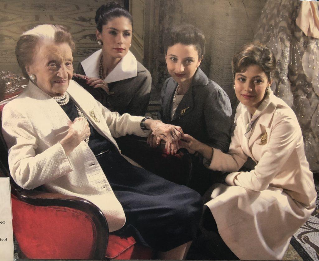 Micol Fontana in compagnia delle attrici della fiction